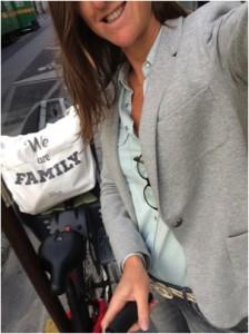 Les 3 accessoires indispensables d'Hortense : son vélo, son totebag et son sourire !